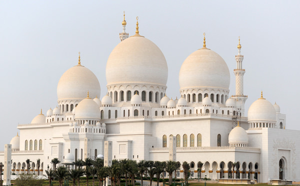 Free Things to do in Abu Dhabi includes attending the Sheikh Zayed Grand Mosque.
