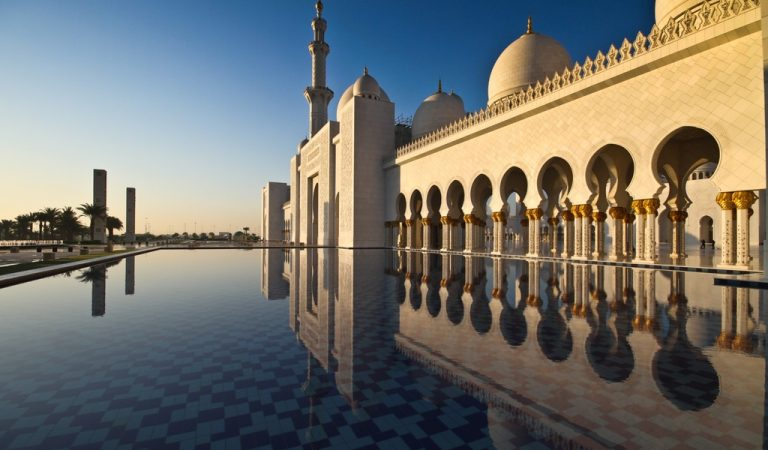 Interesting unique facts about Sheikh Zayed Grand Mosque